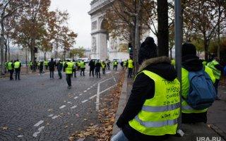 Опубликованы кадры избиения российской журналистки французскими полицейскими и бойцом спецназа. ВИДЕО